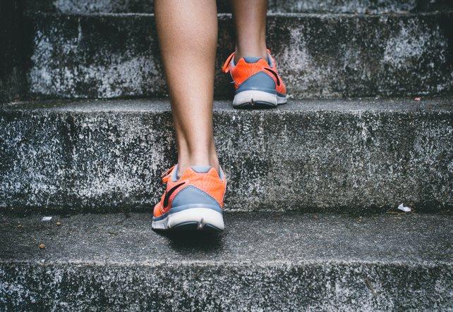 Wie man eine Achillessehnenentzündung wirksam behandelt