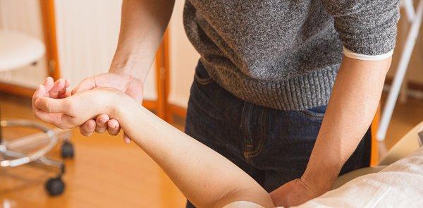 Arthrose – Beschwerden lindern mit der Manuellen Schmerztherapie